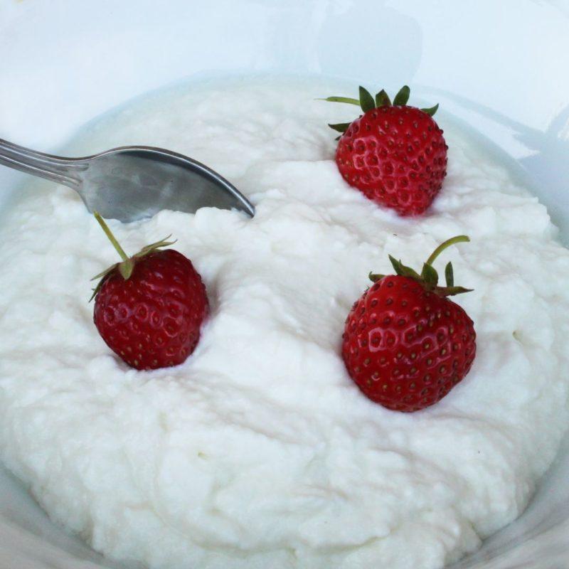Fromage blanc de chèvre bio nature aux fraises
